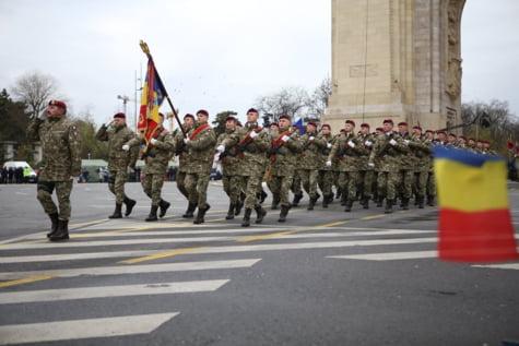 Militari parada Arcul de Triumf