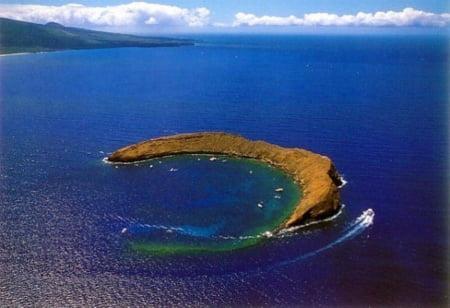 molokini-crater-hawaii.jpg
