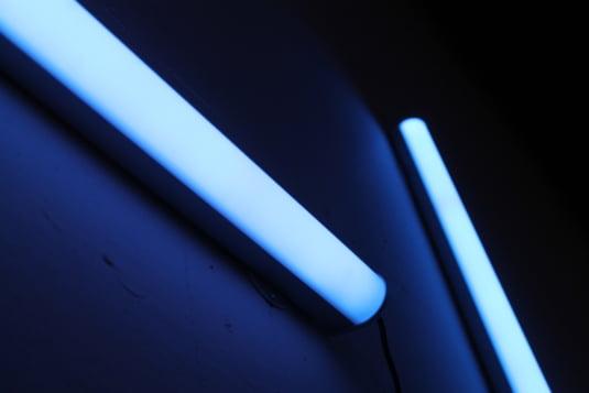 Neoane cu ultraviolete