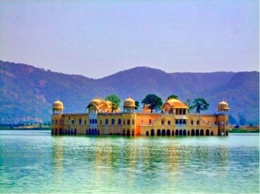 palat Jal Mahal inundat