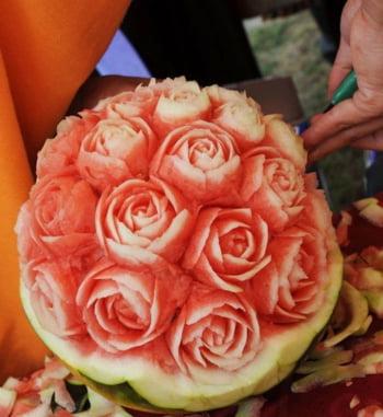 pepene trandafiri sculptati