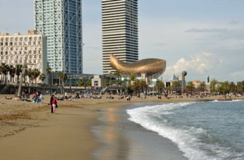 Plaja Barcelona Spania mancare distractii