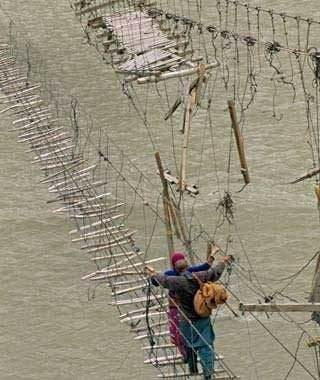 Podul atarnator Hussaini din Pakistan