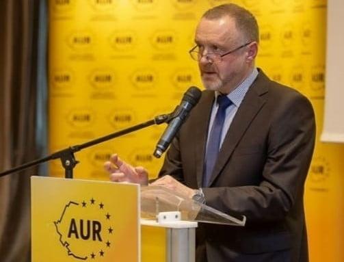 Sorin Lavric si-ar putea pierde postul de la Universitatea de Arta dupa declaratiile rasiste la adresa romilor