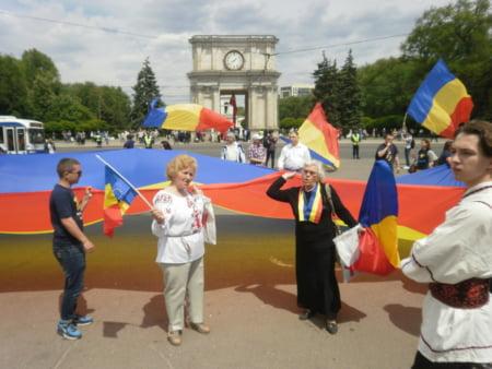Steaguri Piata Marii Adunari Nationale