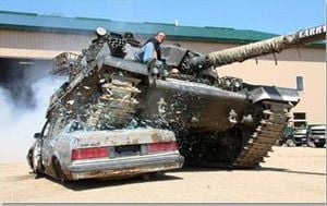 tanc distruge masini parc
