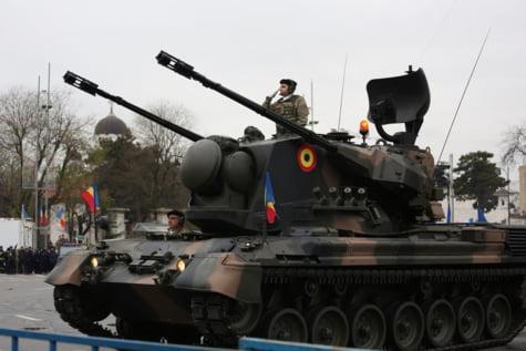 Tanc parada militara Arcul de Triumf