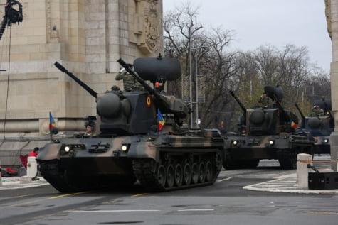 Tancuri parada Arcul de Triumf