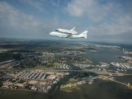 Ultima calatorie a navetei spatiale Endeavour, la bordul unui avion